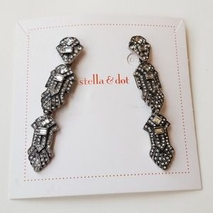 Stella and dot select a size earrings